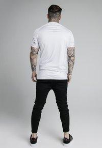 SIKSILK - MARBLE STRETCH SPORTS TEE - Print T-shirt - grey/white - 2