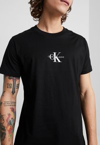 Calvin Klein Jeans - CENTERED MONOGRAM SLIM TEE - Print T-shirt -  black - 3