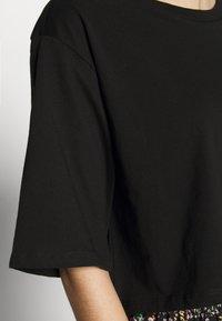 Monki - ELINA TOP 2 PACK - Basic T-shirt - green dusty light/white - 6