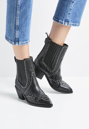WESTERN W STUDS - Cowboy/biker ankle boot - black