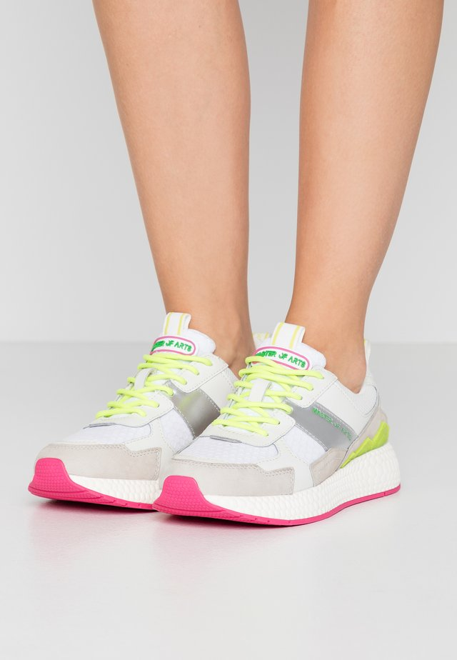 Sneakers laag - futura white/pink/yellow