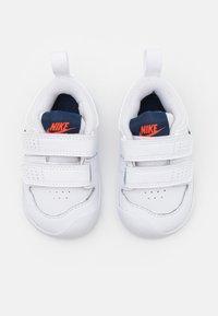 Nike Performance - PICO 5 UNISEX - Scarpe da fitness - white/midnight navy/orange/light brown - 3