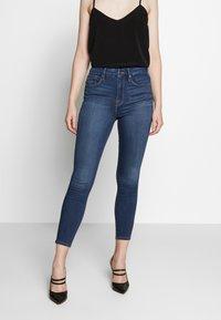Good American - GOOD WAIST CROP - Jeans Skinny Fit - blue denim - 0