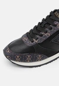 Guess - NEW GLORYM - Sneakers basse - brown/ocra - 5