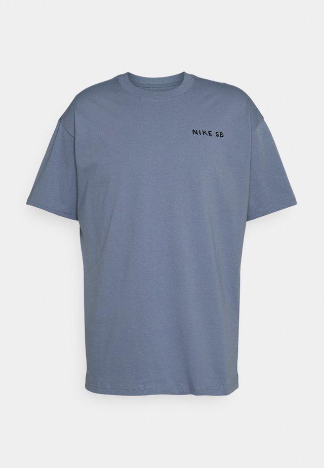TEE MIDNIGHT UNISEX - Print T-shirt - ashen slate