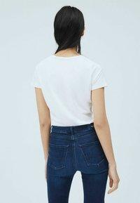 Pepe Jeans - BELLROSE - Basic T-shirt - blanco off - 2