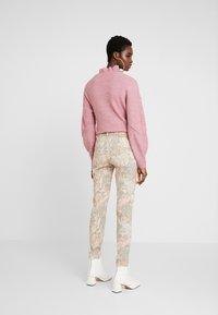 Mos Mosh - SUMNER RIO PANT - Slim fit jeans - rose flower - 2