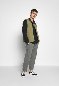 Afends - MIXED BUSINESS  SUIT PANT - Kalhoty - grey - 1