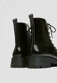 PULL&BEAR - LACKOPTIK - Platform ankle boots - black - 2