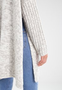 Urban Classics - OVERSIZED  - Cardigan - white/grey - 6