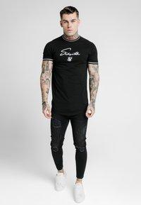 SIKSILK - SIGNATURE PIPED TECH TEE - Print T-shirt - black - 0