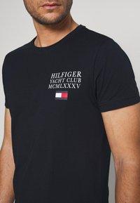 Tommy Hilfiger - YACHT CLUB TEE - Print T-shirt - blue - 4
