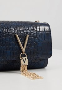 Valentino by Mario Valentino - AUDREY - Across body bag - blue - 4