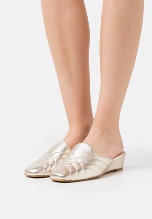 WILMINA - Mules - gold