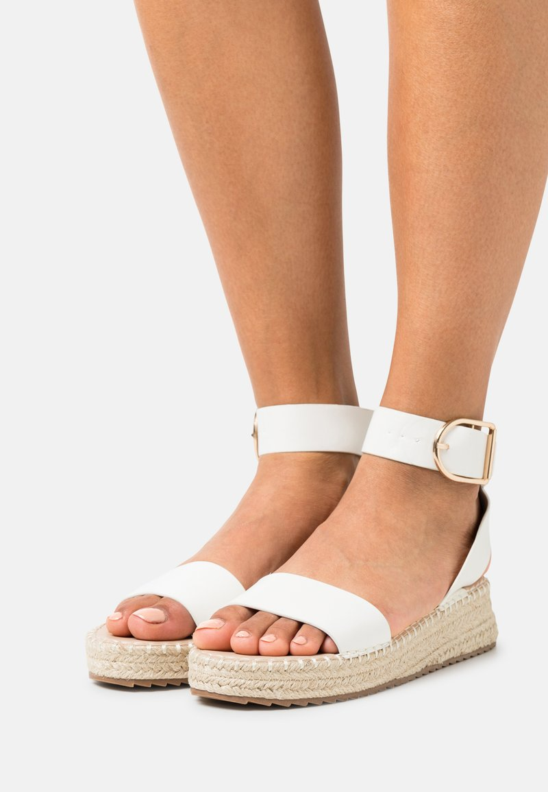 RAID Wide Fit - WIDE FIT ALICE - Platform sandals - white