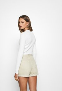 Missguided - CROPPED BUTTON - Gilet - cream - 2