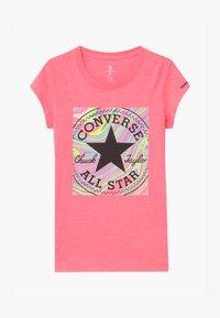Converse - MARBLE CHUCK PATCHBOX TEE - T-shirt imprimé - pink - 0