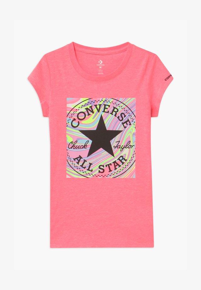 MARBLE CHUCK PATCHBOX TEE - T-shirt imprimé - pink