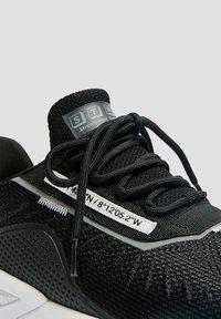 PULL&BEAR - MIT SLOGAN - Trainers - black - 3