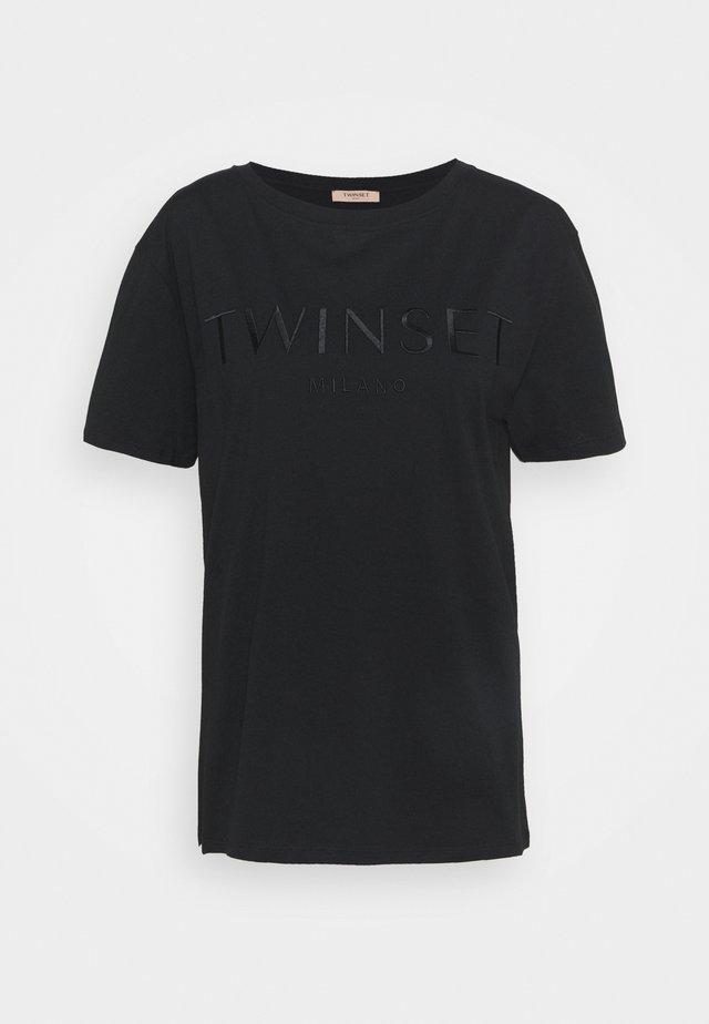 CON LOGO - T-shirt basique - nero