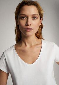 Massimo Dutti - Basic T-shirt - white - 4
