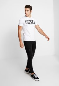 Diesel - T-DIEGO-LOGO T-SHIRT - Printtipaita - white - 1