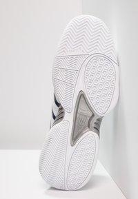 K-SWISS - RECEIVER IV - Multicourt tennis shoes - white/navy - 4