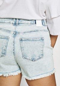Pieces Curve - PCLAYA SUPER ACID - Shorts di jeans - light blue denim - 5