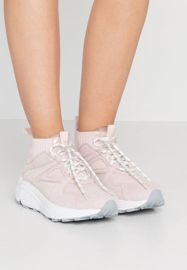 HORIZON RUNN - Zapatillas altas - rose