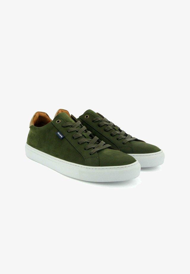 SNEAKERS IN NUBUCK LEATHER - Sneakers laag - green