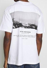 Topman - SIERRA NEVADA PRINT TEE - T-shirt imprimé - white - 3