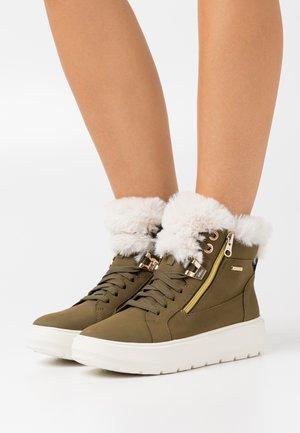 KAULA ABX - Zimní obuv - olive/offwhite