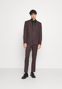 Isaac Dewhirst - SINGLE BREASTED TARTEN SUIT SET - Completo - red - 1