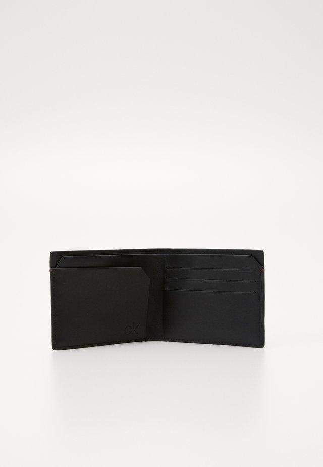 EXEC SLIM  - Geldbörse - brown