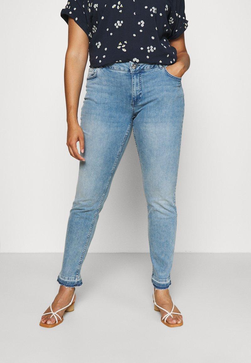 Zizzi - JCLARA EMILY JEANS - Jeans Skinny Fit - blue denim