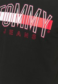 Tommy Jeans - FLAG TEE UNISEX - Printtipaita - black - 2