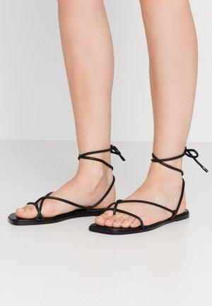 OITA - Sandály s odděleným palcem - black