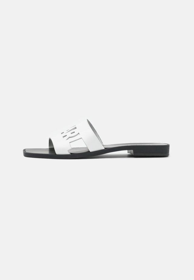 SKOOT KUT OUT - Muiltjes - white