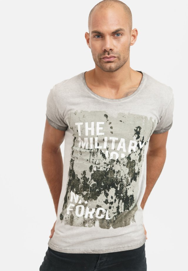 MIT COOLEM FRONTPRINT - Print T-shirt - grey