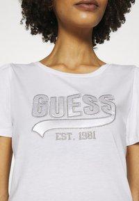 Guess - MARISOL TEE - T-shirt imprimé - true white - 5