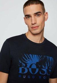BOSS - TEALLY - Print T-shirt - dark blue - 3