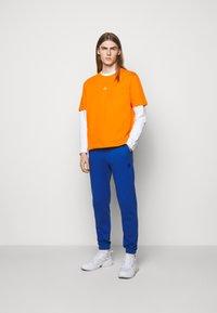 Holzweiler - HANGER TEE - Basic T-shirt - orange - 1