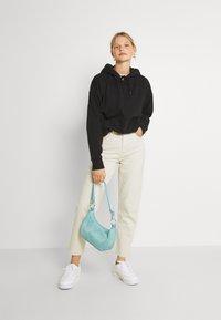 Tommy Jeans - MOM - Jeans fuselé - ecru - 1