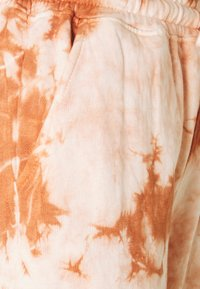 Missguided - TIE DYE JOGGERS - Tracksuit bottoms - brown - 2
