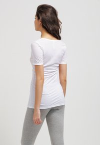 Hanro - ULTRA LIGHT - Undershirt - white - 2