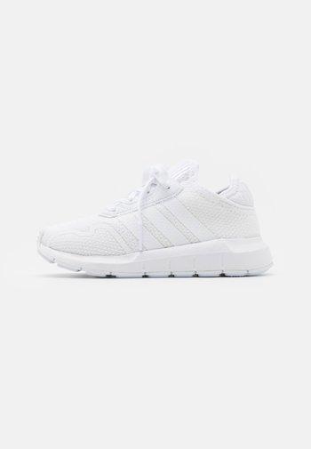 SWIFT RUN X SHOES - Joggesko - footwear white