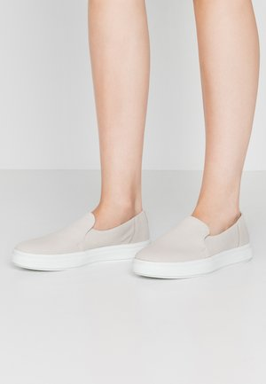 Slippers - ivory