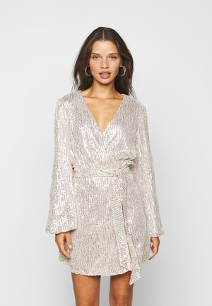 NECK WRAP DRESS - Cocktailkjole - nude silver