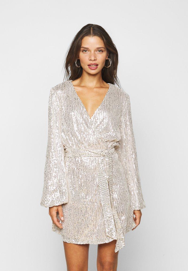 Glamorous Petite - NECK WRAP DRESS - Cocktail dress / Party dress - nude silver