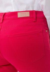 BRAX - STYLE SHAKIRA  - Jeans Skinny Fit - papaya - 4